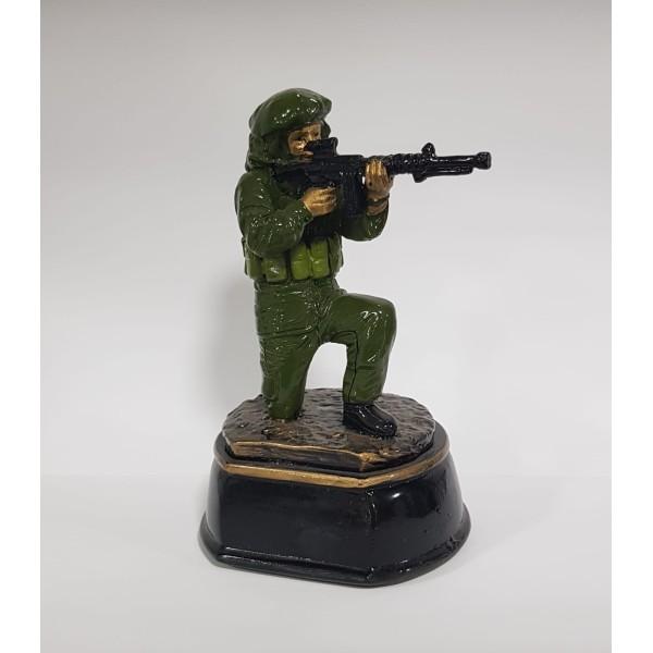 פסלון חייל יורה